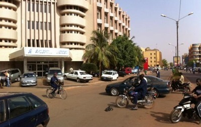 12 заложников выведены из отеля в Буркина-Фасо