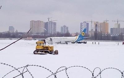 В Украине из-за снегопадов закрыты три аэропорта