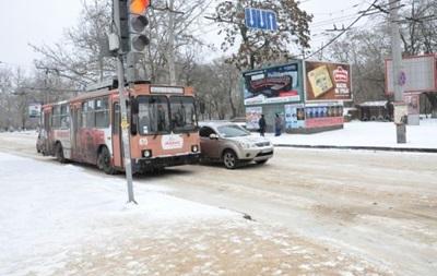 В Херсоне из-за обледенения проводов остановились троллейбусы