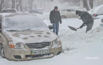 В заваленной снегом Одессе начался дефицит молока