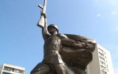 В Харькове повредили памятник Воину-освободителю