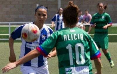 Футболистке стало стыдно после того, как арбитр позвал ее на свидание во время матча