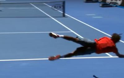 Літаючий теніс: Відео удару французького спортсмена в падінні на AО