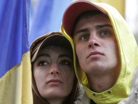 Янукович и Азаров поздравили студентов с праздником