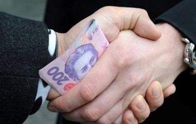 Податківці погоріли на хабарі у 3,5 мільйона