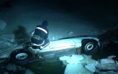 В Харькове авто упало в реку: есть погибший