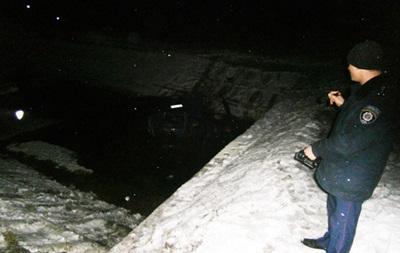 На Черниговщине ВАЗ упал в реку: трое погибших