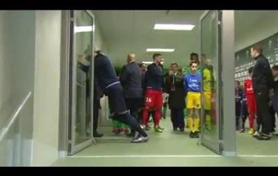Ибрагимович едва не травмировался из-за внезапно открывшейся двери
