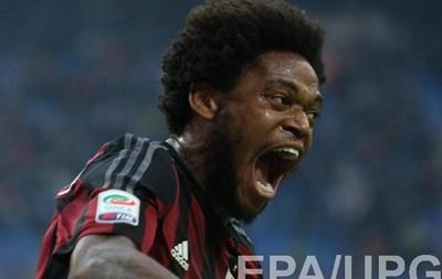 Луис Адриано не включен в заявку на матч и все еще может покинуть Милан