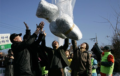 КНДР сбросила на Южную Корею туалетную бумагу