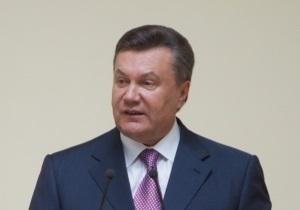 Янукович поздравил моряков с Днем флота