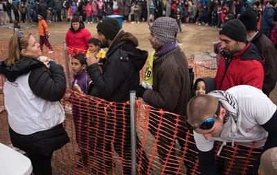 Германия призывает быстрее выдворять беженцев из Греции в Турцию