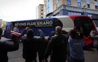 Фанаты Марселя по ошибке атаковали автобус с туристами из Китая