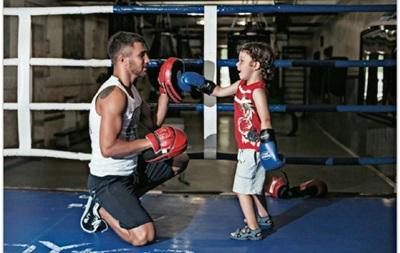 Василий Ломаченко тренируется вместе с сыном