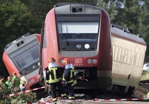 В Германии поезд врезался в автомобиль, пострадали более 20 человек