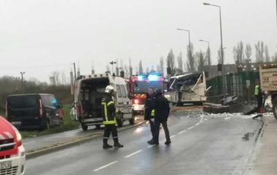 Во Франции в школьный автобус врезался грузовик, есть жертвы