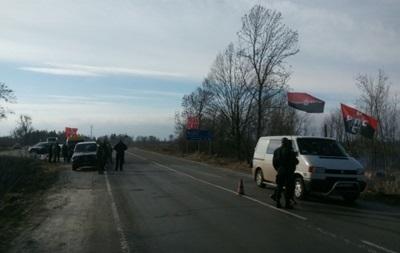 На Ровенщине заблокировали проезд для фур РФ