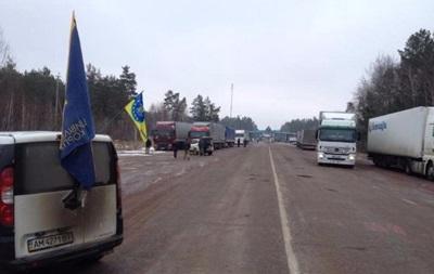 На виїзді з Білорусі заблоковано 100 фур - ЗМІ