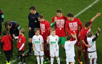 Гвардиола и игроки Баварии вышли на игру в футболках в поддержку одноклубника