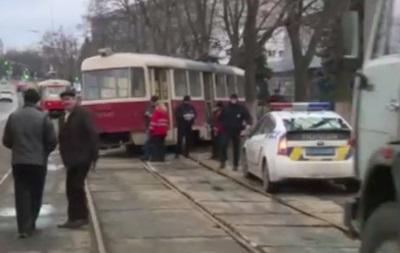 В Киеве трамвай вылетел на тротуар