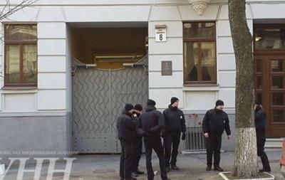 Азов  и полиция помешали повесить доску Щербицкому в Киеве