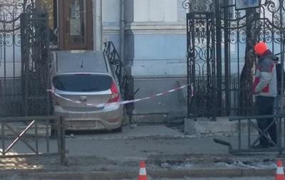 В Харькове пьяная женщина-водитель врезалась в офис олимпийского комитета
