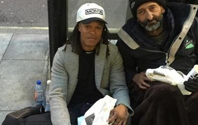 Екс-футболіст Ювентуса на вулиці Турина розділив свій обід з безхатченком