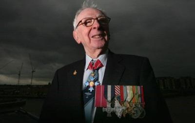 Умер легендарный британский летчик