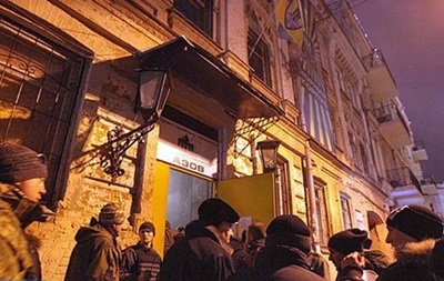 Радикальні праві сили  виселили з центру Азова