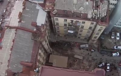 Обвал будинку в Києві: дрон зняв роботу рятувальників