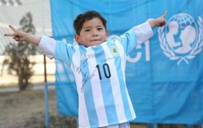 Афганський хлопчик-фанат нарешті отримав футболку Мессі