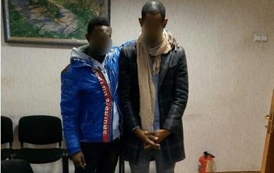 В Киеве задержали камерунцев, превращавших бумагу в  доллары