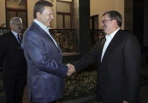 Янукович надеется на скорую встречу с Коморовским