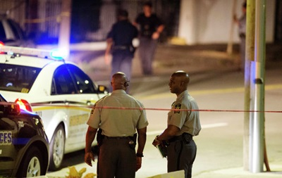 У США позашляховик в їхав у ресторан, є жертви