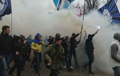 Футбольні фанати пройшли маршем у центрі Одеси