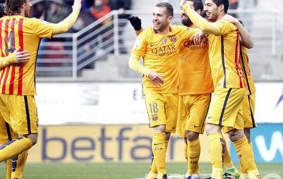 Барселона разгромила Эйбар, Месси оформил дубль