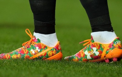 Игрок МЮ надел бутсы в цветочек, чтобы поздравить маму