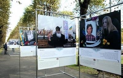 У Ризі оштрафували чоловіка, який зруйнував виставку про Майдан