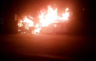 Возле метро Дорогожичи в Киеве произошел сильный пожар