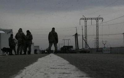 На Донбасі обстріляли КПП Мар їнка: пошкоджено будівлю