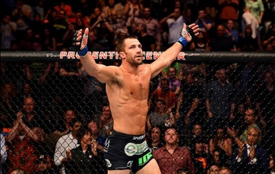 Екс-чемпіон UFC навчить Рокхолда скромності