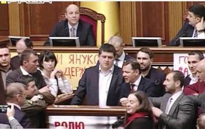 Нардепи зірвали засідання через  гроші Януковича