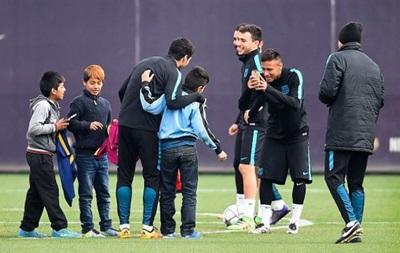 Діти проникли на базу Барселони і взяли участь в тренуванні Мессі і команди