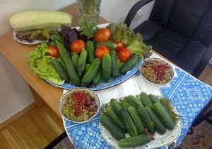 Донецкий губернатор угостил журналистов своими помидорами и огурцами