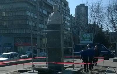 Пам ятник Кірову в Дніпропетровську готують до знесення
