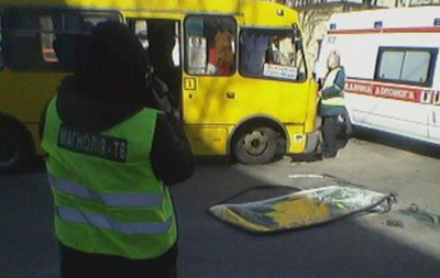 У Києві зіштовхнулися маршрутка і позашляховик