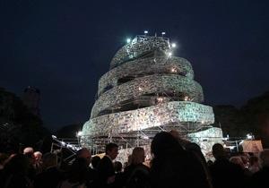 Фотогалерея: Книжный Вавилон. Центр Буэнос-Айреса украсила башня из книг