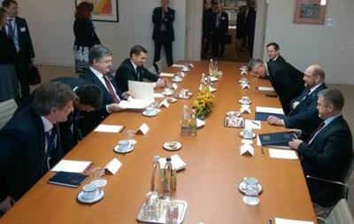 Порошенко отдал  список Савченко  Туску
