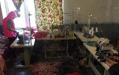 Під Одесою виявили підпільний цех з пошиття брендового одягу