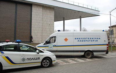 В Киеве  заминировали  два торговых центра